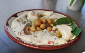 Hummus with tomatoes - Beiruti